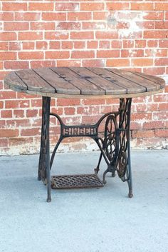 Antique sewing machine table legs repurposed into new non-sewing table. The sewing part looks just like the one we have! Antique Sewing Machine Table, Treadle Sewing Machines, Antique Sewing Machines, Vintage Sewing Table, Sewing Tables, Furniture Projects, Furniture Makeover, Diy Furniture, Furniture Refinishing