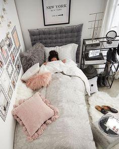 Making your dorm cozier: 101 #decorate Cute Girls Bedrooms, Small Teen Bedrooms, Small Teen Room, Bedroom Design For Teen Girls, College Bedrooms, Girl College Dorms, College Walls, Teen Bedroom Designs, Neutral Bedrooms