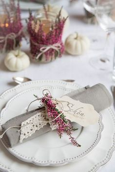 : Autumnal lanterns and gifts & safe the d . G for …: Autumnal lanterns and gifts & safe the d … Deco Jungle, Manualidades Halloween, Diy Décoration, Woodland Party, Deco Table, Decoration Table, Autumn Wedding, Hello Everyone, Wedding Table