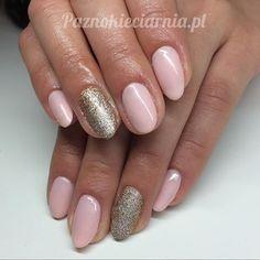 Przywołujemy wiosnę 😊 #semilac 054, 037 + Holo Effect. #manicure #hybryda #mani #nudenails #goldnails #manicurehybrydowy #manicureoftheday #nails #nails2inspire #paznokcie #paznokieciarnia #poznan @semilac #instanails #cutenails #weddingnails #almondnails #naturalnails #ilovesemilac #paznokieciarnia_poznan #rosegold #holoeffect