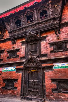 Kumari chhe ( The home that Living Goddess Kumari lives)Kathmandu, Nepal  Check : instagram.com/architectshurajz for more