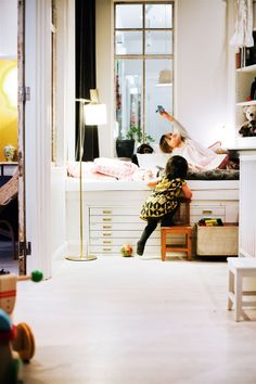 31 Trendy Kids Room Ideas For Girls Sisters Storage Kid Spaces, Small Spaces, Ideas Habitaciones, Stockholm Apartment, Flat Files, Turbulence Deco, Pink Bedding, Trendy Kids, Kid Beds