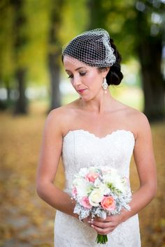 A stunning bride and a cute spring bouquet x