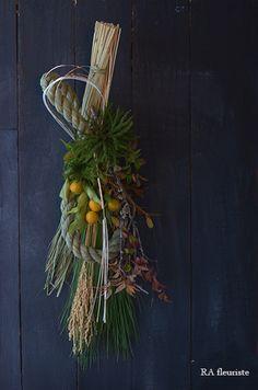 12月は全くブログが更新できず、楽しみにして下さっていた方ごめんなさい。お正月レッスンで皆様にお作り頂いた作品を一部ですがご紹介したいと思います。年の瀬の... New Years Decorations, Flower Decorations, Japanese New Year, Door Swag, Succulent Arrangements, Japanese Culture, Ikebana, Dried Flowers, Plant Hanger