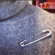 School refuses to allow students, staff to wear safety pins after election