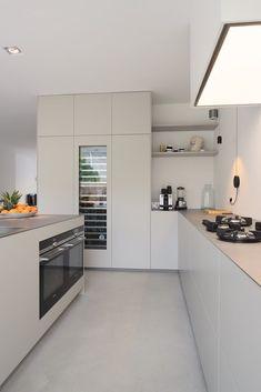 moderne Küche von Koen Timmer modern kitchen by Koen Timmer Rustic Kitchen Design, Interior Design Kitchen, Kitchen On A Budget, New Kitchen, Kitchen Craft, Long Kitchen, Narrow Kitchen, Shaker Kitchen, Kitchen Ideas