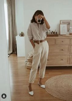 20 Favorite Fall Work Outfit Ideas Beige Outfit, Neutral Outfit, All Black Outfit, Minimalist Clothing Brands, Casual Chic, Stuart Weitzman, High Wasted Pants, Urban Outfitters, Madewell