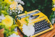 ©Ricardo Vieira – Un mariage petit budget en jaune –  La mariee aux pieds nus