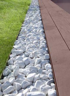 bordure de terrasse en galet am nagements ext rieurs pinterest bordure galets et terrasses. Black Bedroom Furniture Sets. Home Design Ideas
