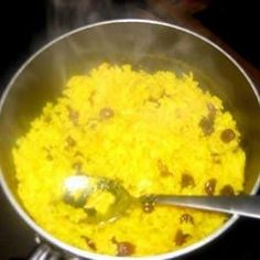 Yellow rice is a traditional South African recipe, which comes from the great culinary tradition of the Cape Malays. It's easy and plain, but great with meats like venison. South African Dishes, South African Recipes, Asian Recipes, Bobotie Recipe South Africa, African Rice Recipe, Yellow Rice Recipes, Cooking With Turmeric, Vegetarian Recipes, Cooking Recipes