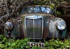 Un vieux cimetière de voitures en Suède - http://www.2tout2rien.fr/un-vieux-cimetiere-de-voitures-en-suede/