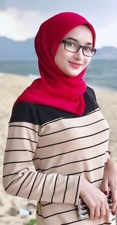 Pin Image by Hujabi Manja Beautiful Hijab Girl, Beautiful Muslim Women, Hijab Niqab, Hijab Chic, Hijabi Girl, Girl Hijab, Abaya Fashion, Dope Fashion, Video Hijab
