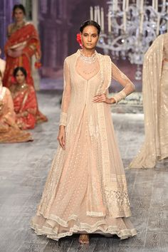 By designer Tarun Tahiliani. Bridelan - Personal shopper & style consultants for Indian/NRI weddings, website www.bridelan.com #TarunTahiliani #IndiaCoutureWeek2016 #weddinglehenga #Bridelan #BridelanIndia