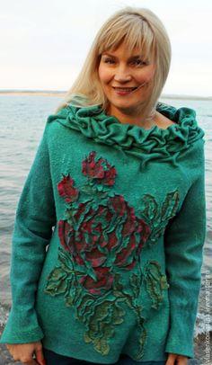 Купить или заказать Свитер валяный Любимые розы в интернет-магазине на Ярмарке Мастеров. Захотелось сделать вот такой яркий свитер сложного цвета морской волны с зеленью. Необычный объемный воротник - опять заплела буфы. И конечно обожаемые мною розы!