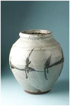 Vase by National Living Treasure of Japan, Shoji HAMADA 濱田庄司(人間国宝) The designs remind me of birds. Japanese Ceramics, Japanese Pottery, Modern Ceramics, Japanese Art, Japanese Prints, Ceramic Clay, Ceramic Plates, Ceramic Pottery, Pottery Art