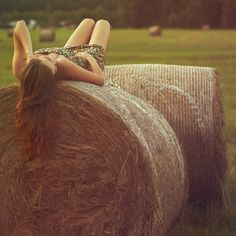 I need some hay-bales and a cute dress. Summer Senior Pictures, Fall Pictures, Senior Photos, Fall Pics, Hay Bale Pictures, Picture Poses, Picture Ideas, Photo Ideas, Photo Poses