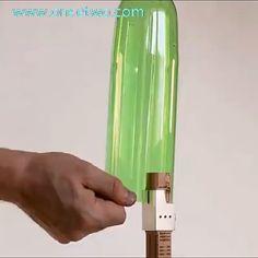 Portable Smart Plastic Bottle Cutter - Diy And Crafts Plastic Bottle Cutter, Plastic Bottle Crafts, Reuse Plastic Bottles, Simple Life Hacks, Useful Life Hacks, Cool Inventions, Diy Home Crafts, Recycled Crafts, Cool Gadgets