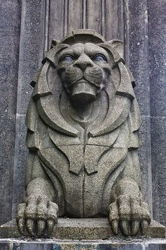 And here's the lion. Art Deco Illustration, Stone Sculpture, Sculpture Art, Art Nouveau, Stone Statues, Art Deco Pattern, Lion Art, Animal Sculptures, Art Deco Design