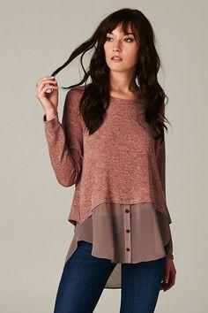 Lo mismo que en el otro pin, no sé si podré hacerlo pero qué buena idea... // Milla Top: wonderful, using chiffon or other silky shirt tail to add to sweater for refashion