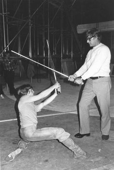 Mark Hamill and David Prowse choreograph their fencing for the Empire Strikes Back, Star Wars V. Star Wars Cast, Star Wars Film, Star Wars Pictures, Star Wars Images, Malcolm X, X Men, Mark Hamill Luke Skywalker, X Files, Saga