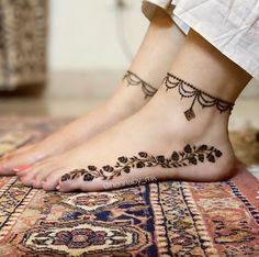 Floral Henna Designs, Basic Mehndi Designs, Mehndi Designs Feet, Legs Mehndi Design, Latest Bridal Mehndi Designs, Mehndi Designs For Girls, Mehndi Design Photos, Wedding Mehndi Designs, Dulhan Mehndi Designs