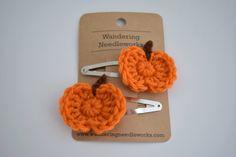 Crochet Hair Bows, Crochet Hair Accessories, Handmade Hair Accessories, Diy Hair Bows, Crochet Hair Styles, Crochet Pumpkin, Crochet Fall, Crochet Toddler, Crochet For Kids