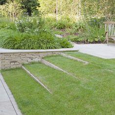 15 garden design ideas to make the best of your outdoor space Steep Gardens, Back Gardens, Small Gardens, Modern Gardens, Garden Design Plans, Garden Landscape Design, Circular Garden Design, Sloped Garden, Garden Beds