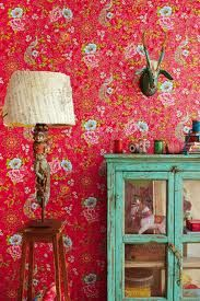 Aqua and red ~ love the wall paper