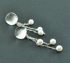 Pendientes de plata reticulada. Pendientes de perlas. Blanco. Exponer. Hechos a mano por Maria Goti Joyas