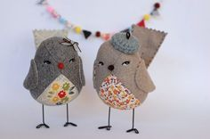 The cutest little birds ever! From etsy shop a little sprout Sewing Crafts, Sewing Projects, Craft Projects, Bird Crafts, Felt Crafts, Fabric Birds, Fabric Art, Crafts For Kids, Arts And Crafts