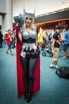 Thor The God of Thunder has been portrayed by the amazing actor, Chris Hemsworth. Here we bring you some of the mind-blowing Lady Thor cosplays. Cosplay Comic Con, Superhero Cosplay, Marvel Cosplay, Cosplay Diy, Best Cosplay, Cosplay Girls, Lady Thor Cosplay, Cosplay Ideas, Costume Thor