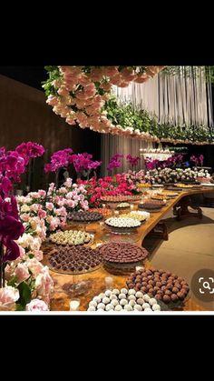 Party Centerpieces, Floral Centerpieces, Bridal Shower Decorations, Wedding Decorations, Luxury Wedding, Dream Wedding, Deco Buffet, Large Flower Arrangements, Wedding Couple Photos