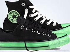 With Glow-in-the-dark being such a popular detail with basketball shoes, why not put it on one of the earliest hooping shoes ever made? The Converse Chuck Taylor now joins the fray as it introduces the iconic Chuck Taylor and both … Continue reading →
