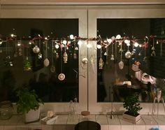 fensterdeko f r weihnachten wundersch ne dezente und tolle beispiele fensterdeko. Black Bedroom Furniture Sets. Home Design Ideas