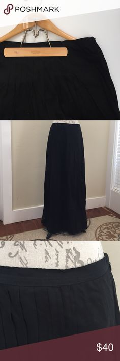 Ann Taylor LOFT Black Maxi Skirt🍁 Beautiful black maxi skirt by Ann Taylor LOFT. The skirt is 100% rayon and the lining is 100% cotton. Side zip with grosgrain trim at the waist. Size 14 LOFT Skirts Maxi