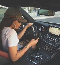 Imagen de car, girl, and fashion Luxury Lifestyle Fashion, Rich Lifestyle, Mode Hipster, Girls Driving, Photographie Portrait Inspiration, Luxe Life, Rich Girl, Car Girls, Future Car