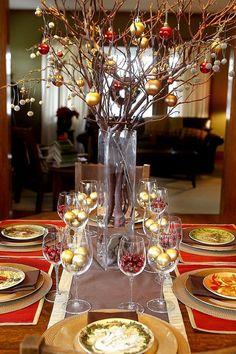 Beautiful Christmas Dining Table for holiday season Indoor Christmas Decorations, Christmas Table Settings, Christmas Tablescapes, Christmas Centerpieces, Tree Decorations, Navidad Simple, Navidad Diy, Beautiful Christmas, Simple Christmas