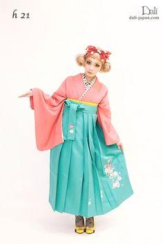 ダリの卒業式アンティーク着物.袴レンタル。ピンクの色無地お着物の袴スタイル
