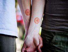 tatouage couple pour l'avant-bras en couleur orange