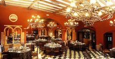 Preciosa panorámica del salón de banquetes Chandelier, Ceiling Lights, Table Decorations, Lighting, Furniture, Home Decor, Hotels, Restaurants, Spaces