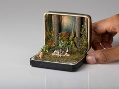 Vintage Ring Boxes Turned Into Detailed Historical Dioramas By Talwst Dejeuner sur l'herbe - 2013 by Talwst. Antique Ring Boxes turned into tiny dioramas. Vintage Ring Box, Vintage Rings, Vintage Jewellery, Antique Jewelry, Vintage Art, Old Rings, Antique Rings, Altered Tins, Miniature Fairy Gardens