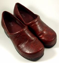 "G. H. BASS & CO Women's Shoes ~ ""Melinda"" Red Tooled Floral Clogs ~ Sz 9 M #Bass #Clogs"