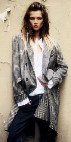 Love the simple print outerwear piece paired with a crisp white shirt and dark wash jeans = perfect fall ensemble