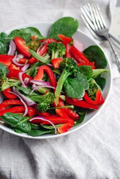 Spinach Salad with Broccoli, Red Peppers, and Onions