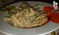 La pasta con salmone è zucchine è un primo piatto gustoso e cremoso...con l'aggiunta di panna viene ancora più buono!!Ecco la ricetta per prepararlo