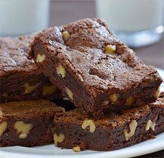 Warning: these brownies are not for the faint-hearted. Well, let me tell you that even I struggled to eat a whole one . Dump Cake Recipes, Brownie Recipes, Dessert Recipes, Dessert Bars, Hot Chocolate Recipes, Chocolate Desserts, Peanut Butter Fudge Cake, Sin Gluten, Slow Cooker Fudge