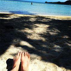 【taachoco】さんのInstagramをピンしています。 《#沖縄#石垣島#海#うみ#空#青空#そら#ソラ#砂浜#自然#風景#ビーチ#足#ネイル#sky#sea#blue#island#beach#nuture#japan#Japan#travel》