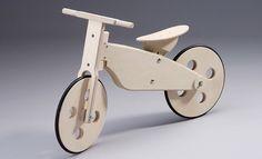 Fahrradfahren ist besonders umweltschonend, will aber gelernt sein: Helfen Sie Ihrem Kind, indem Sie ein Laufrad selber bauen und ihm so den Weg ebnen