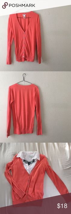 """Coral Deep V-Neck Cardigan Super cute and simple button up cardigan/GENTLY USED-good condition//very light wash+wear//looks great with a collared dress shirt underneath and a gorgeous statement necklace//armpit to armpit length @ 18.5""""//total length @ 25"""" Old Navy Tops"""