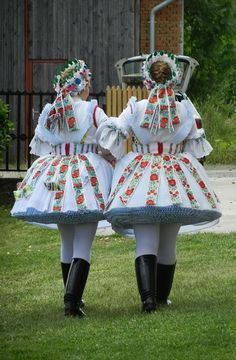 Folklore, Costumes Around The World, Folk Clothing, Hungarian Embroidery, Folk Dance, Folk Costume, My Heritage, Beautiful Patterns, Traditional Dresses